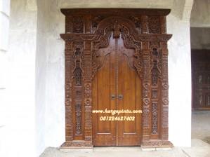 Pintu Gebyok Ukir Kupu Tarung