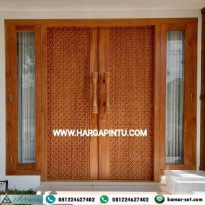 Pintu Kupu Tarung Jendela Sambung Motif Ukiran Kawung